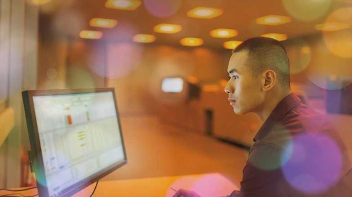 W jaki sposób Cisco DNA Center Assurance jest w stanie pomóc w monitoringu oraz rozwiązywaniu problemów w sieci LAN i WLAN?
